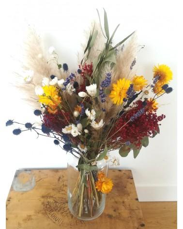 Bouquet de fleurs séchées tout coloré en bleu, jaune et rouge